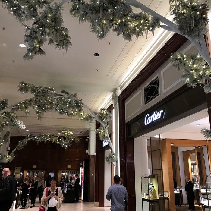 Photo of Saks Fifth Avenue