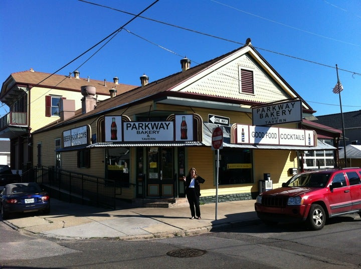 Parkway bakery tavern at 538 hagan ave at toulouse st for Parkway new orleans