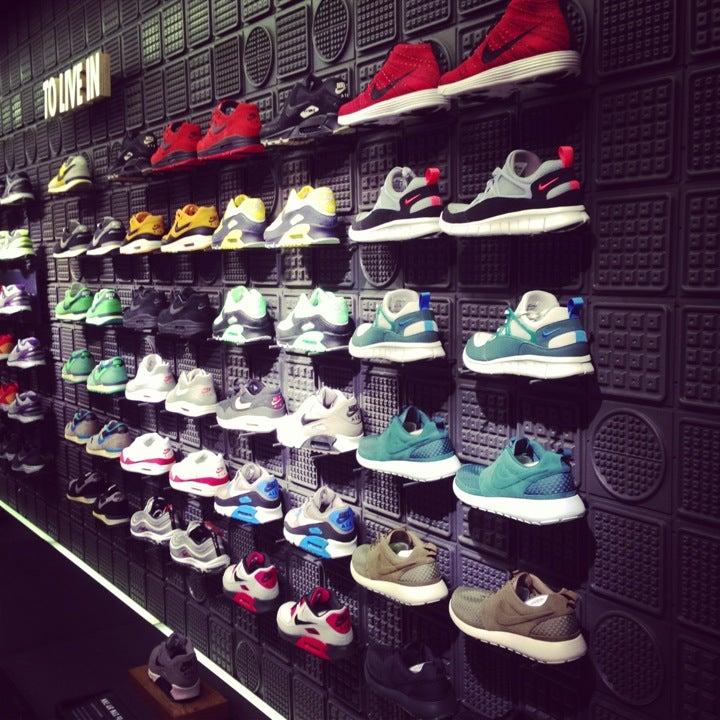Niketown Chicago at 669 N Michigan Ave (btwn Erie & Huron) Chicago ...
