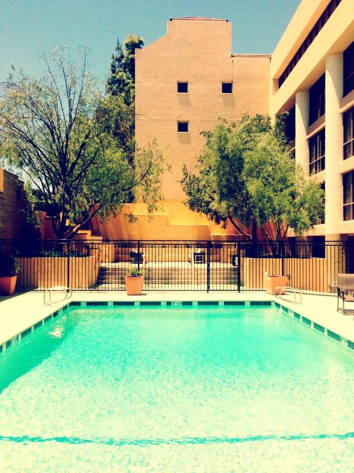 Sheraton Agoura Hills Hotel At 30100 Rd Reyes Adobe Ca