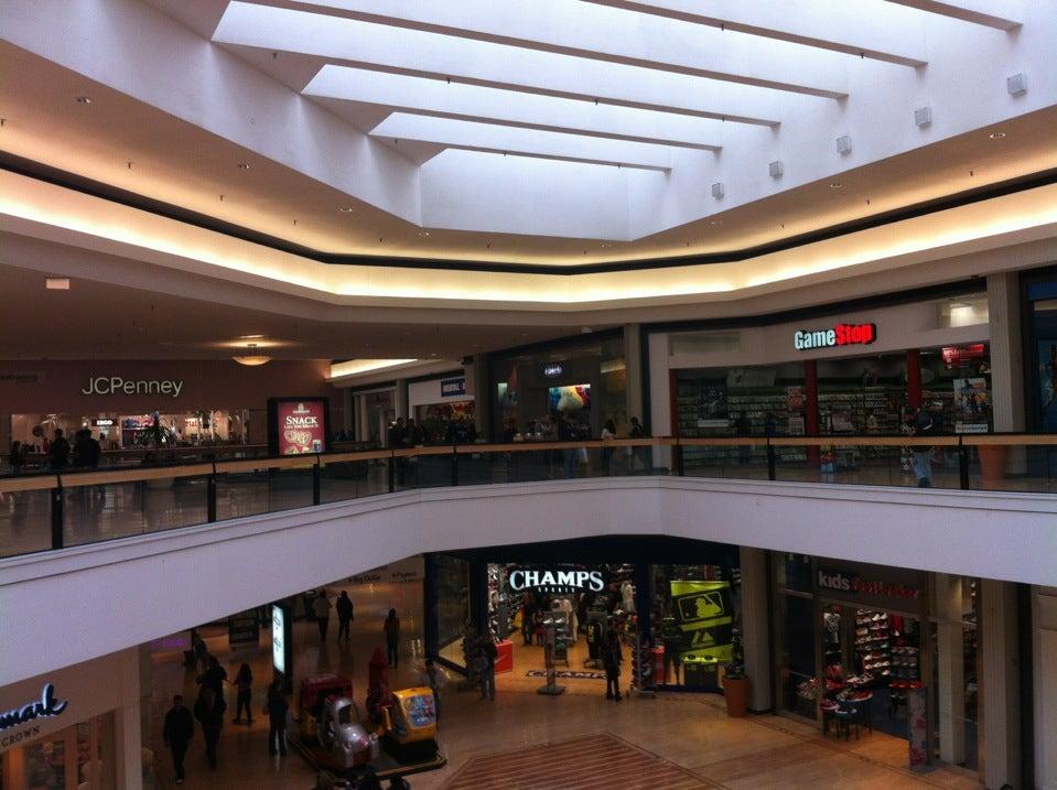 Fox Valley Mall At 2176 Fox Valley Center Dr Btwn E New