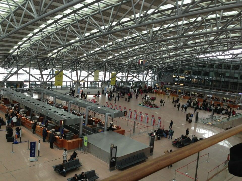 tucan swinger tog til hamborg lufthavn
