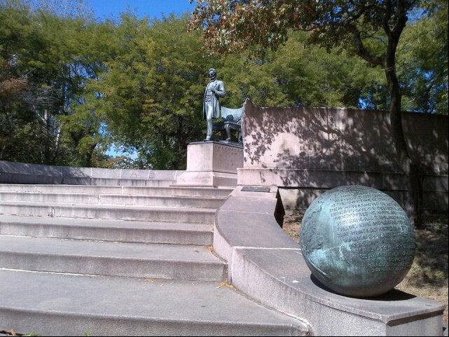 Yogertland Lincoln Park,