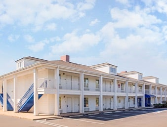 Baymont Inn & Suites Forest City,