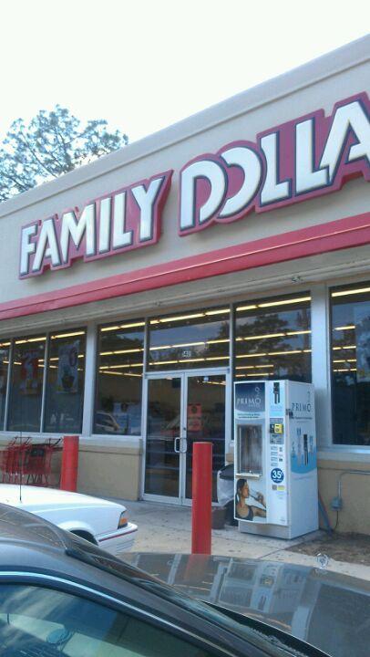 FAMILY DOLLAR,