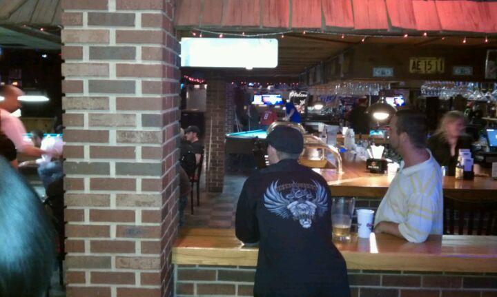 CADILLAC JACK'S,apa league,billiards,cheap drinks,dancing,darts,karaoke,live music,pool tables,sports bar