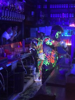 cheeky monkey, Byron Bay - Bars, Clubs und Events weltweit - Banananights