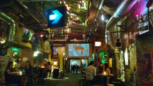 Szimpla Kert, Budapest - Bars, Clubs und Events weltweit - Banananights