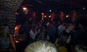 Roonburg, Köln - Bars, Clubs und Events weltweit - Banananights