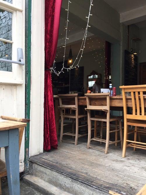 Hugo's Organic Café_24