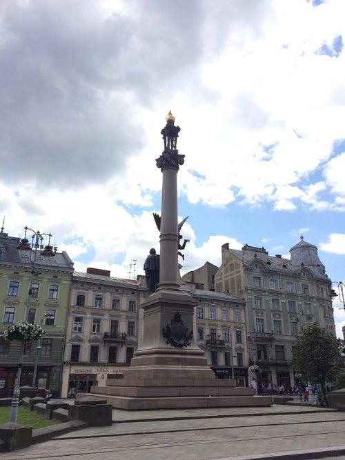 Площа Адама Міцкевича