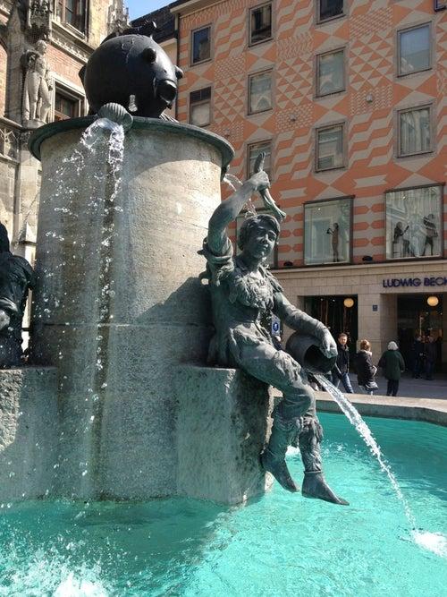 Fischbrunnen am Marienplatz_24