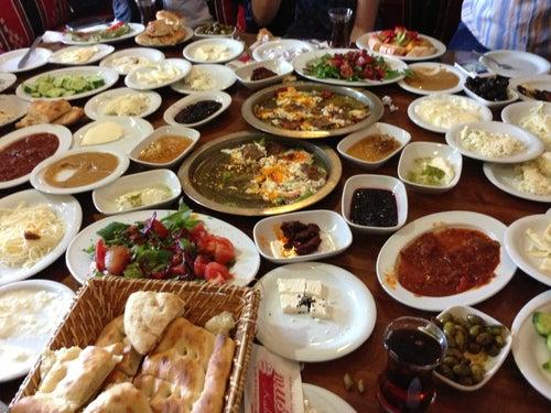 Mustafa'nın Kahvaltı ve yemek Dünyası