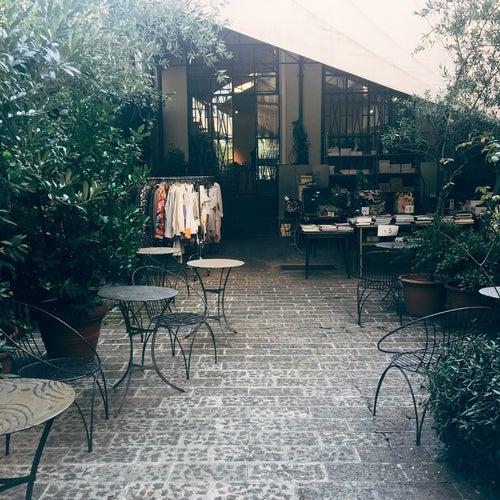 Outlet 10 Corso Como Shop in Milan, Italy travel guide - tripwolf