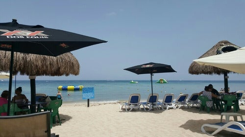 Carlos 'n' Charlie's Beach Club