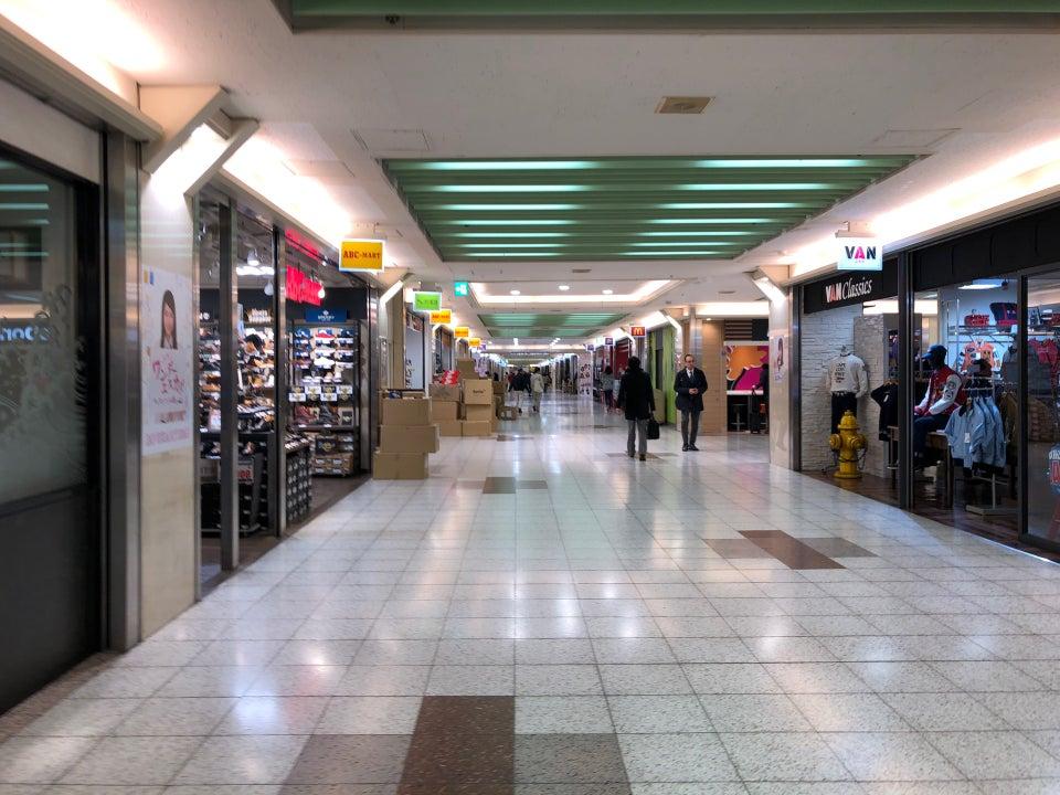 エスカ地下街ショッピングモール