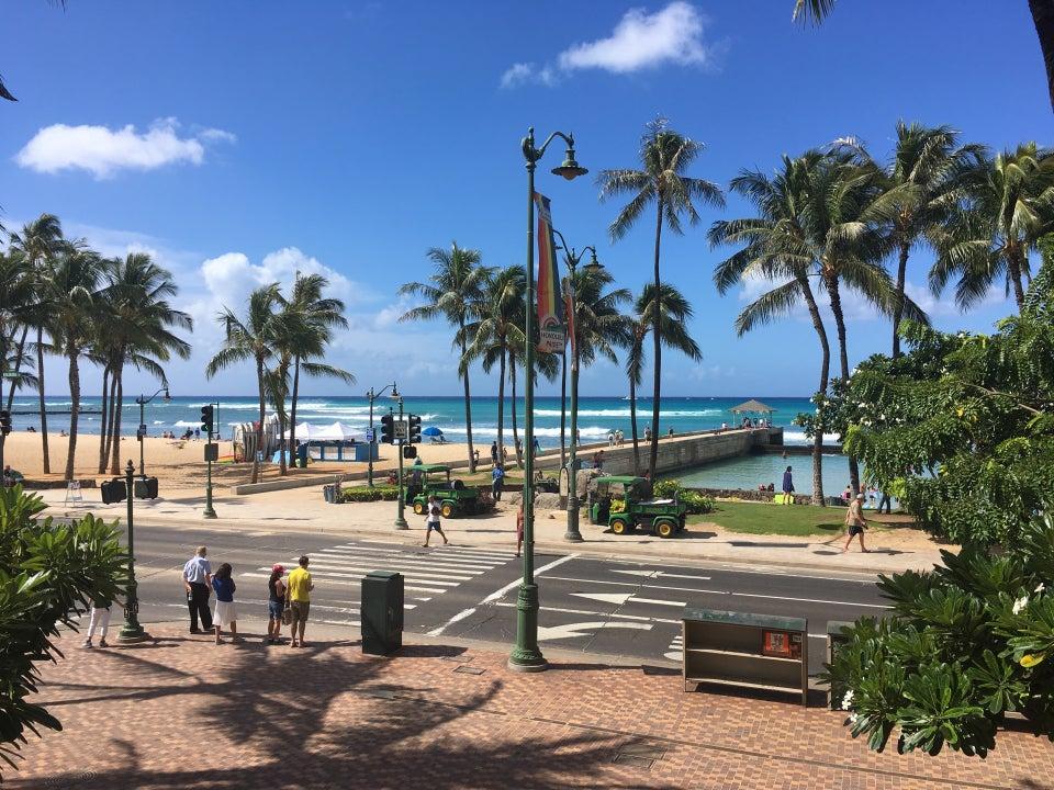 Photo of LuLu's Surf Club Waikiki Beach