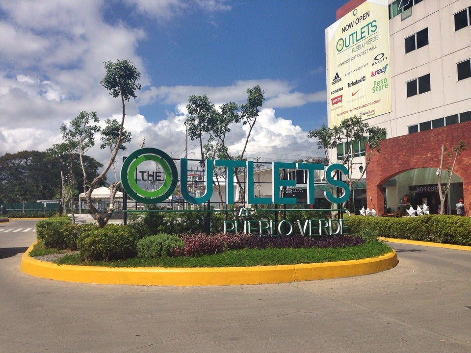 The Outlets at Pueblo Verde
