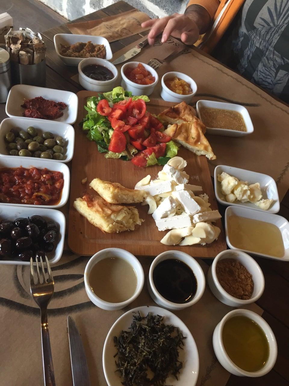 KASTAL CAFE & ŞÜKRÜ EFENDİ KONAĞI
