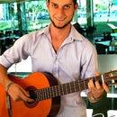 Hiram González